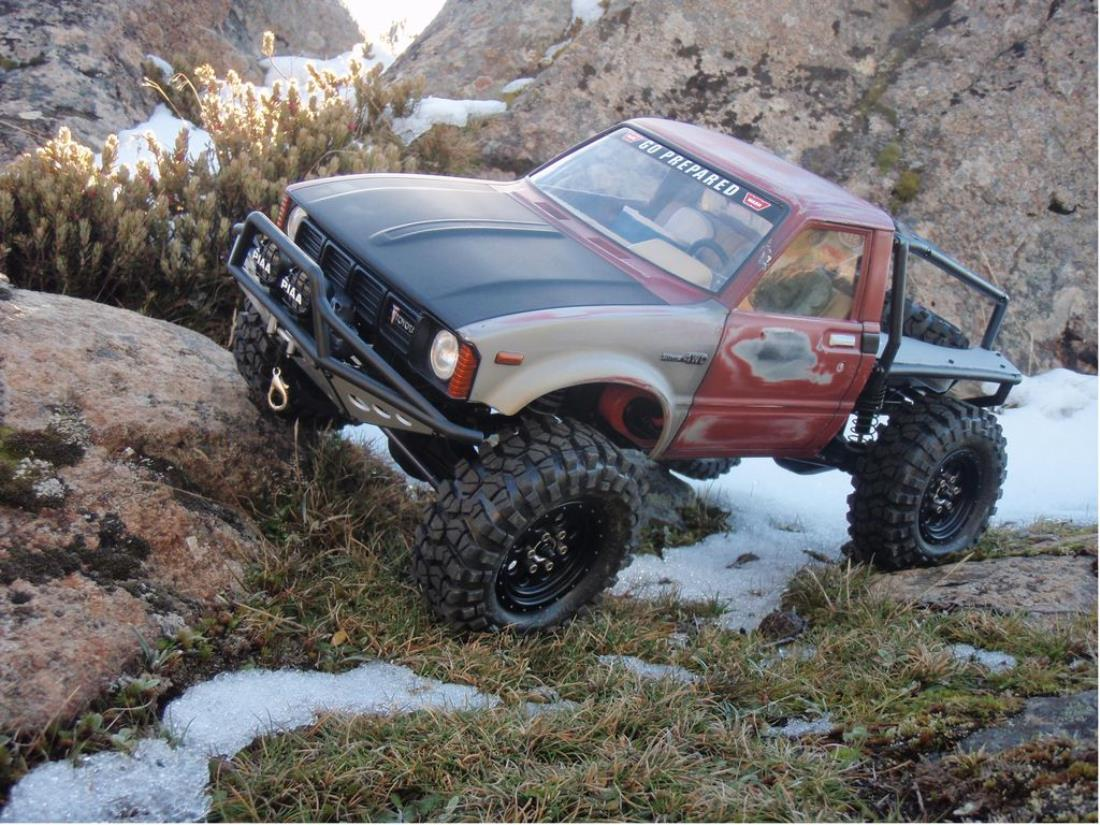 99959: Axial from delux showroom, Axial SCX-10 Trail Honcho/Hilux