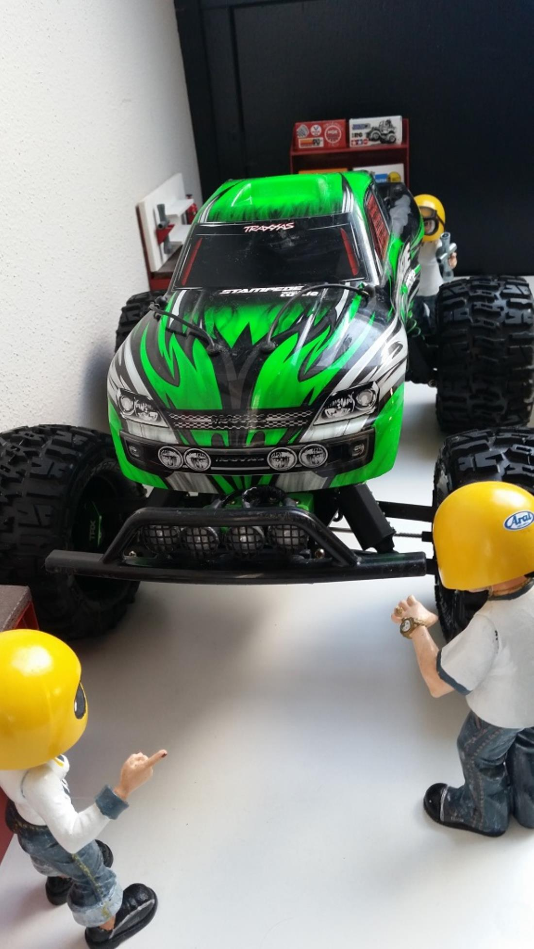 They are also the mounts for the RPM Slash rear light kit LED kit RPM black front and rear bearing carriers Traxxas green TRX aluminium caster